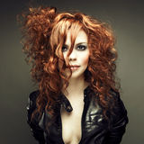 美丽的女孩红头发人 库存图片