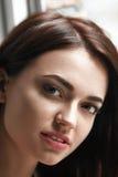 美丽的女孩纵向年轻人 免版税库存图片