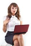 美丽的女孩膝上型计算机年轻人 免版税库存图片