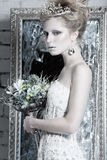 美丽的女孩,在雪的图象的白色礼服 图库摄影