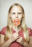 美丽的女孩,滑稽的面孔 免版税库存照片