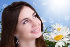 美丽的女孩年轻人 护肤Face.Fresh健康皮肤Face.Young女孩用新鲜的黄瓜 图库摄影