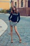 美丽的女孩年轻人 街道时尚 式样射击 库存照片