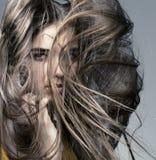 美丽的女孩头发长的理想的皮肤 免版税库存照片