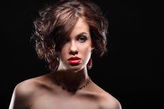美丽的女孩以在面孔和肩膀的伤痕 免版税图库摄影
