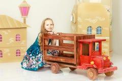 美丽的女孩5-6年 免版税库存照片