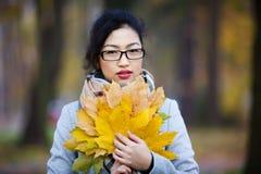 美丽的女孩玻璃 免版税库存照片