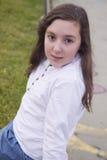 美丽的女孩画象在公园 免版税库存照片