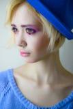 年轻美丽的女孩画象有桃红色构成的 免版税库存照片