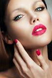 美丽的女孩画象有桃红色嘴唇的 免版税库存图片