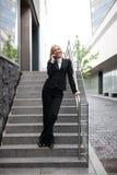 美丽的女实业家电话 免版税库存图片