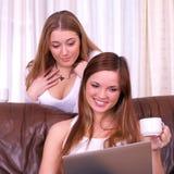 美丽的女性二个年轻人 库存图片