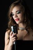 美丽的女歌手 图库摄影