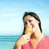 美丽的奶油色冰妇女 免版税图库摄影
