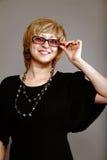 美丽的妇女佩带的眼镜 图库摄影