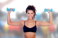 美丽的妇女做定调子锻炼 免版税库存照片