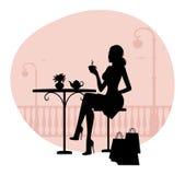 美丽的妇女剪影咖啡馆的 免版税库存图片