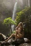 美丽的妇女和瀑布 库存图片