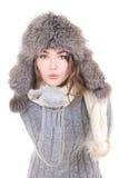 年轻美丽的妇女在冬天给吹某事穿衣从h 库存图片