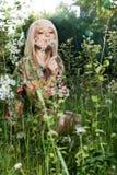 美丽的妇女在植物中 图库摄影