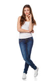 年轻美丽的妇女想法的注视着对边空白的拷贝空间,全长,被隔绝在白色背景 库存照片