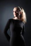 美丽的妇女演播室画象 免版税图库摄影