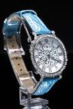 美丽的妇女的手表 图库摄影