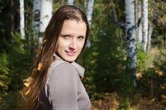 美丽的妇女的秋天画象 免版税库存图片