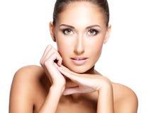 年轻美丽的妇女的面孔有干净的新鲜的皮肤的 图库摄影