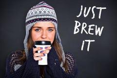 美丽的妇女的综合图象温暖的衣物饮用的咖啡的 免版税库存照片