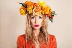 美丽的妇女秋天画象 库存图片
