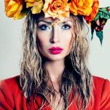 美丽的妇女秋天画象 免版税库存图片