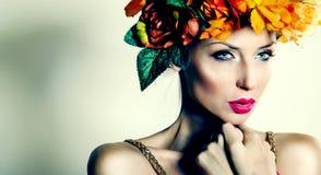 美丽的妇女秋天画象 库存照片