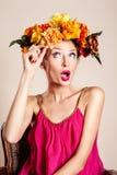 美丽的妇女秋天画象 免版税图库摄影
