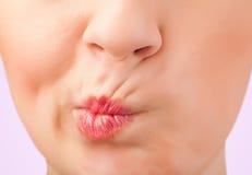 美丽的妇女红色嘴唇关闭 免版税图库摄影