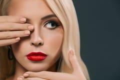 美丽的妇女闭合值的眼睛,被隔绝 免版税库存照片