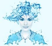 美丽的妇女面孔用水。 库存图片