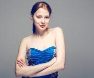 美丽的妇女面孔画象愉快的赤裸肩膀 免版税库存图片