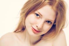 美丽的妇女面孔画象年轻愉快微笑 库存照片