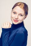 美丽的妇女面孔画象年轻灰色背景 免版税图库摄影