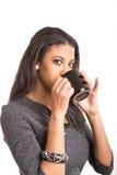 美丽的妇女饮用的咖啡frommug 免版税库存图片