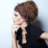 美丽的妇女画象有典雅的发型的 库存图片