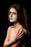 美丽的妇女画象有时尚构成的在一黑backg 免版税库存图片