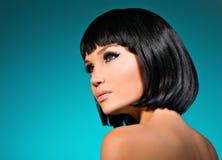 美丽的妇女画象有突然移动发型的 图库摄影