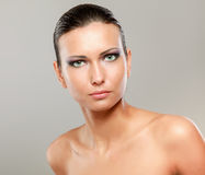 美丽的妇女画象,隔绝在灰棕色 免版税库存照片