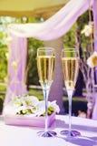 美丽的婚礼眺望台用香槟 免版税库存图片