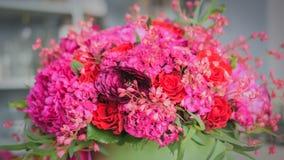 美丽的婚礼花束在卖花人演播室 免版税库存图片