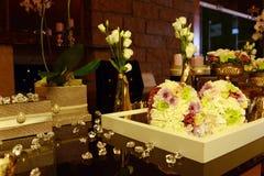 美丽的婚礼花束,表装饰,晚餐会 免版税库存照片