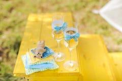 美丽的婚礼香槟玻璃 装饰 免版税库存图片