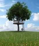 美丽的孩子树上小屋 免版税库存图片